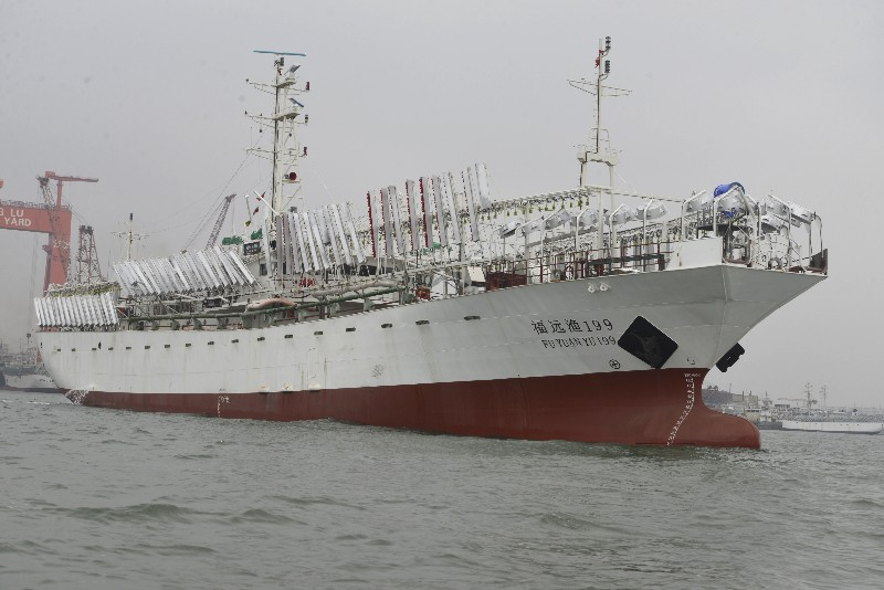 京鲁船业新建两艘77米秋刀鱼/鱿鱼钓船顺利铺底