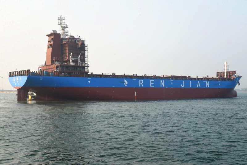 京鲁船业5艘船舶顺利出坞迎来2018年的开门红
